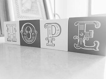 גופנים בעיצוב לוגו | סטודיו קורל