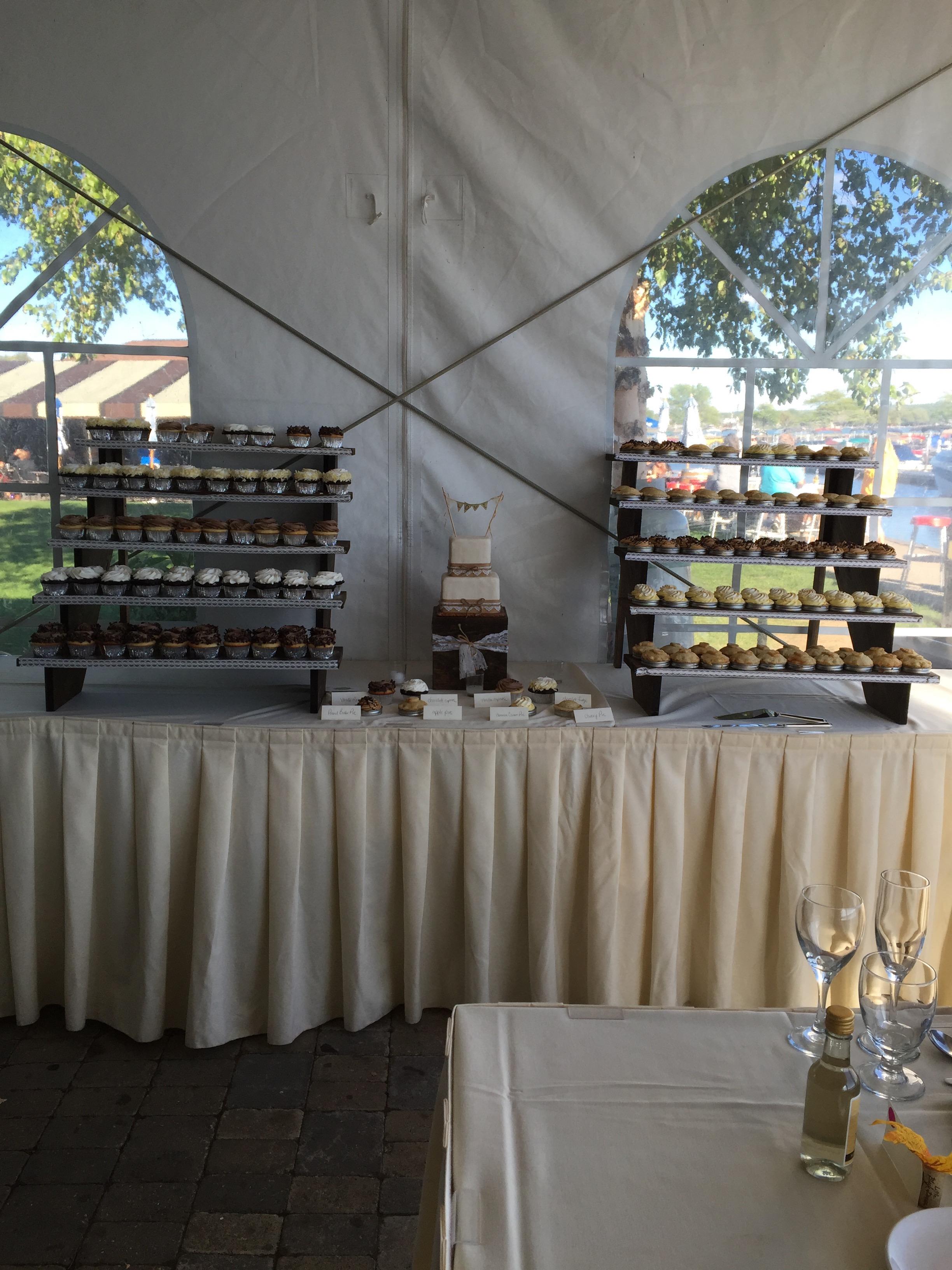 Wedding Cake wCupcakes, Pies2 Display Full