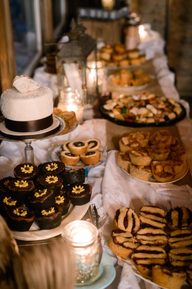 Wedding Cake wPastries1 Display