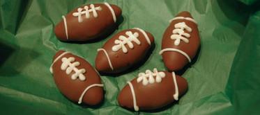 07.A.1 CakeBalls-Footballs.jpg