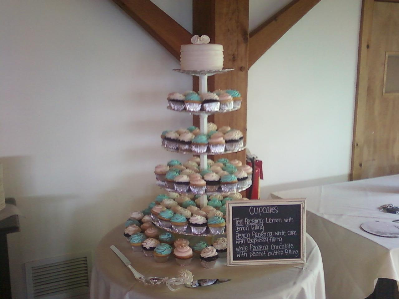 Wedding Cake wCupcakes3 Display