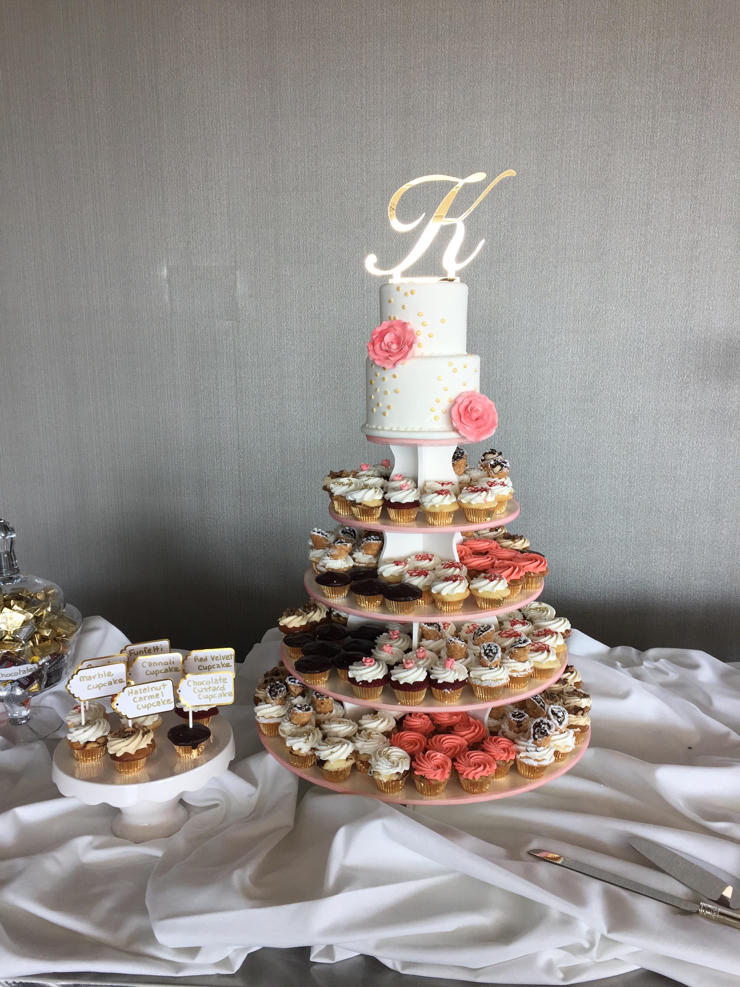 Wedding Cake wMiniCupcakes2 Display