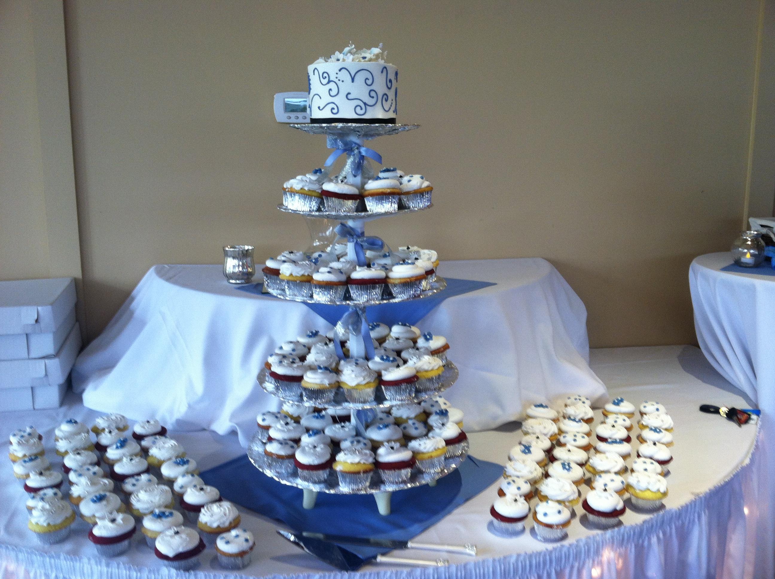 Wedding Cake wCupcakes35 Display