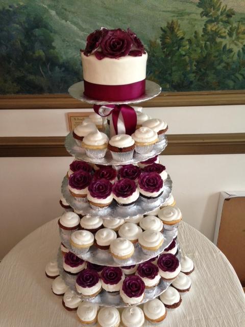 Wedding Cake wCupcakes23 Display