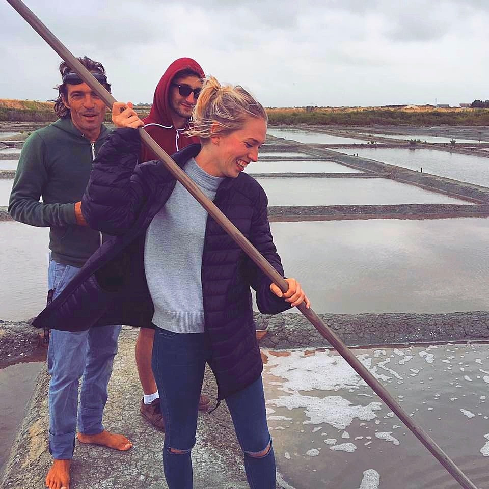 Initiation récolte de sel au marais d' Ernest
