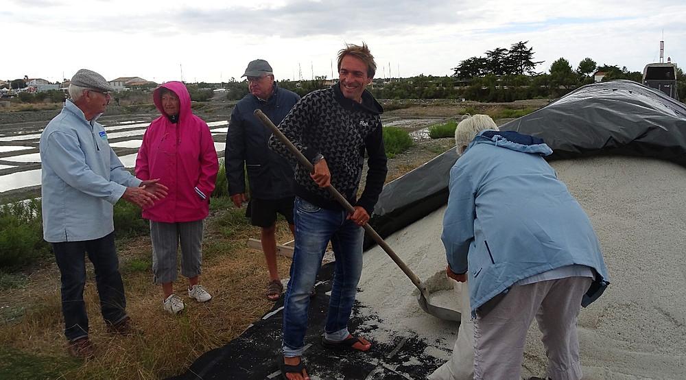 Josiane et Fernand Pajot, charroi sel ile de ré