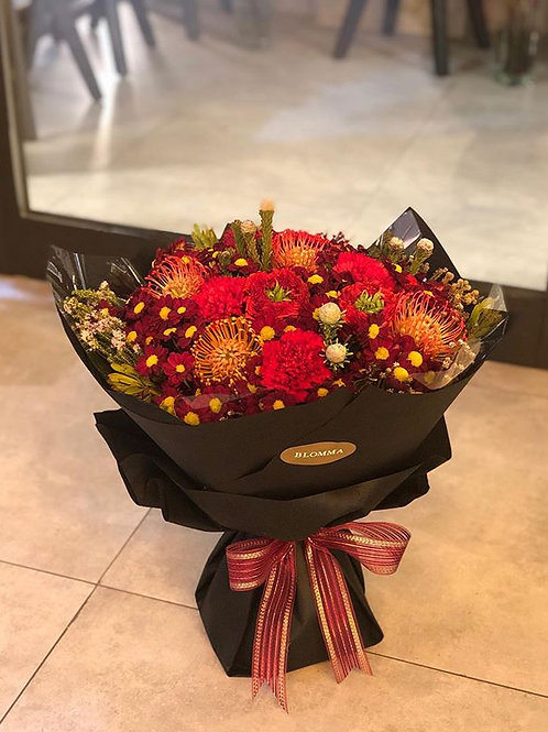 Mix of red flowers bouquet