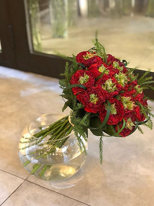 Elegant red roses hand bouquet