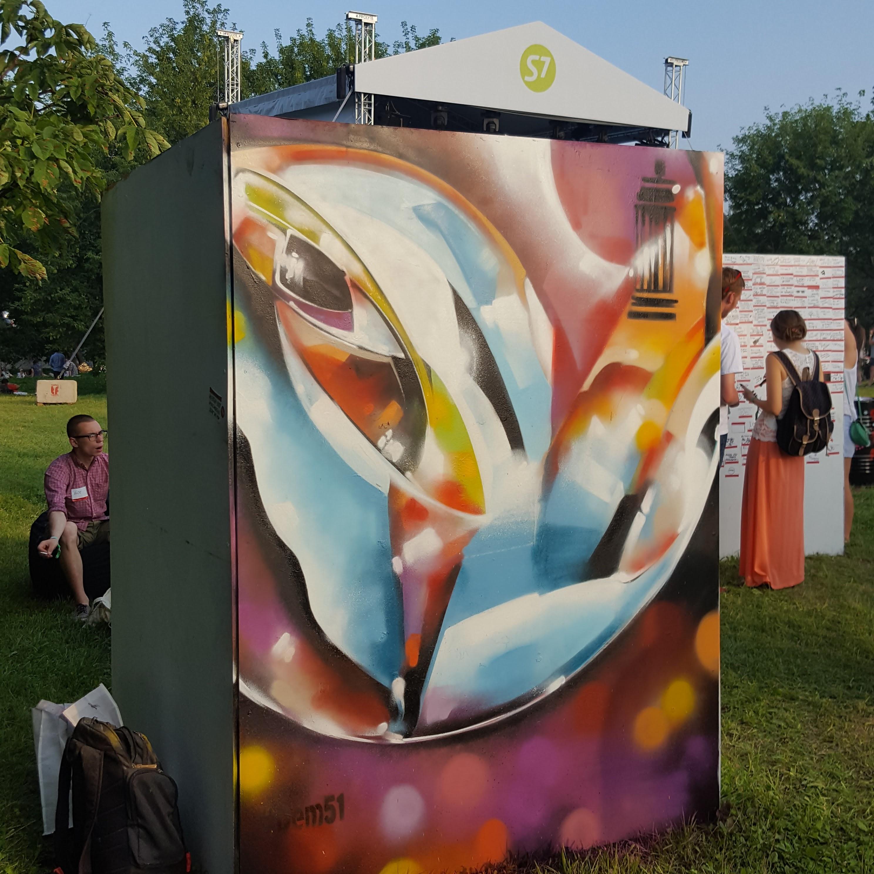 Абстрактная композиция для музея стритарта на фестивале пикник афиша