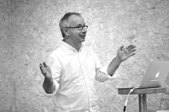 Martin FössleitnerInformationsdesigner, engagiert sich als Vorstandsmitglied von designaustria, als Vorstand bei IIID Austria (International Institute for Information Design) sowie als Vorstand des Universal Design Forum e.V..  Als geschäftsführender Gesellschafter von hi-pe zeichnet er für nationale sowie internationale Projekte in der Thematik des Informationsdesigns verantwortlich. Zudem nimmt er einen Lehraufträge an der Sigmund-Freud-Privatuniversität in Wien und an der Academy of Arts in Riga wahr.