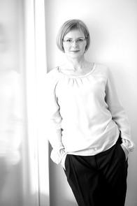Veronika Egger ist international tätige Informationsdesignerin und Eigentümerin der is-design GmbH. Seit über 20 Jahren verbessert sie die Verständlichkeit und Nutzungsqualität von Information, Gebäuden und Produkten.  Mit besonderem Fokus auf Designevaluierung und evidenzbasiertem Design ist sie an Forschungsprojekten beteiligt, sie publiziert in wissenschaftlichen Journalen und ist Referentin auf internationalen Konferenzen. Universelle, barrierefreie Gestaltung ist selbstverständliche Grundhaltung in allen Projekten.  Sie ist Mitbegründerin und Vorsitzende des Vereins design for all, Fellow des Communication Research Institute, sowie President Elect des International Institute for Information Design und Gründungsmitglied des Universal Design Forum e.V. in Weimar.