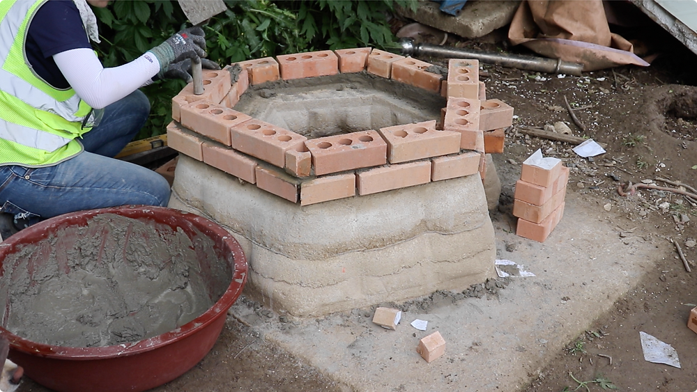 Bricklaying on the fabric formed rammed earth wall