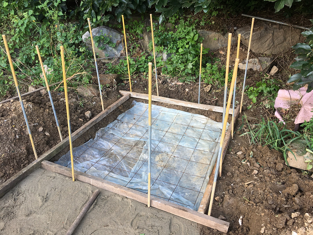 plastic sheet and wire mesh for foundation construction