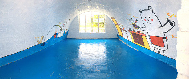 Interior of the igloo after the first application of epoxy on the floor