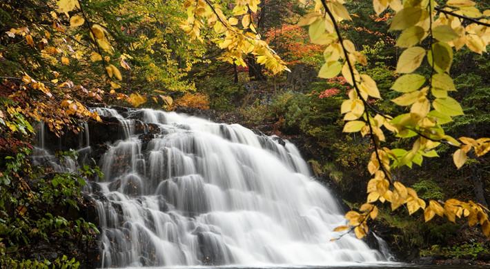 thumb2-gillis-lake-falls-autumn-waterfal