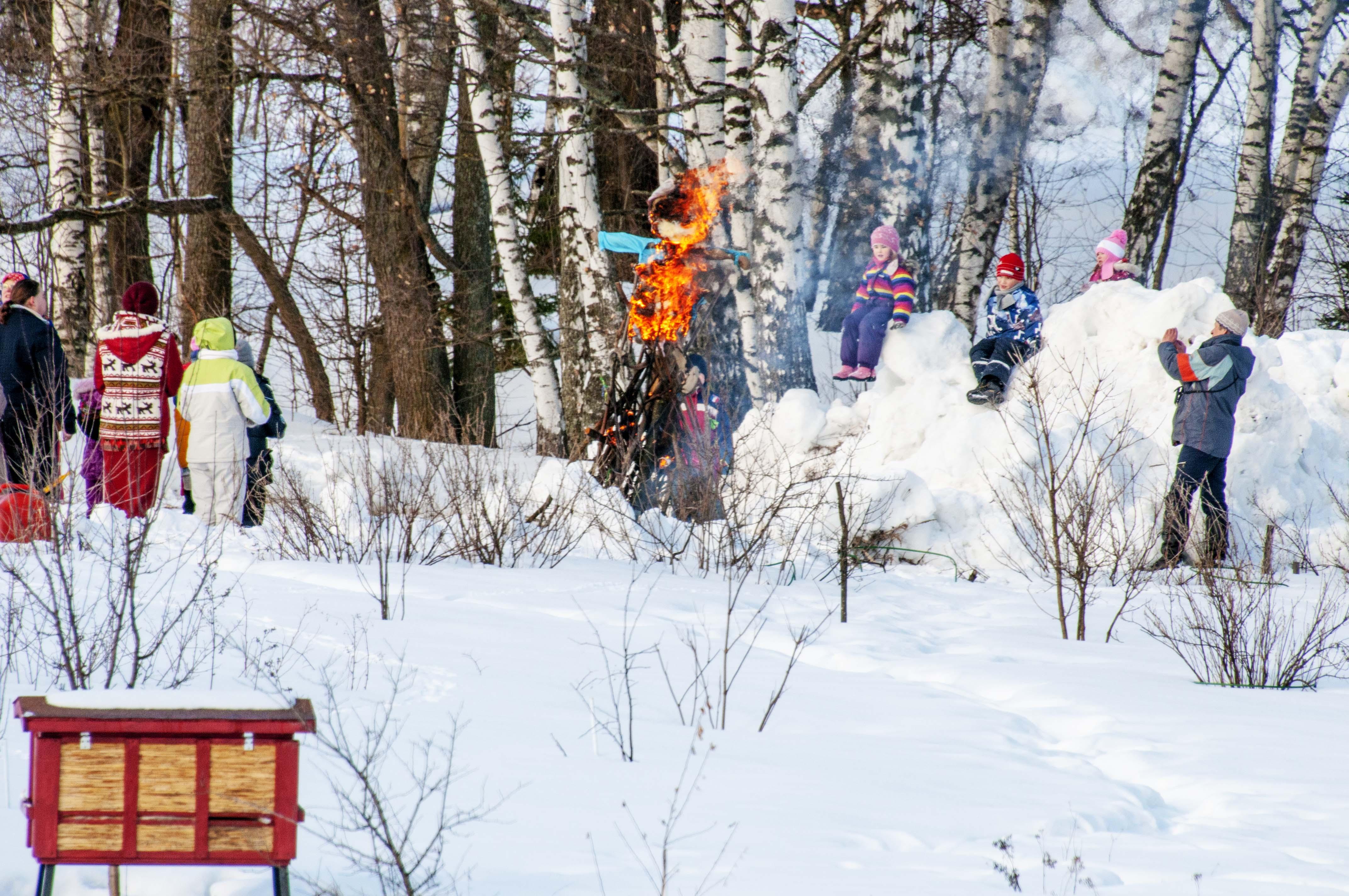 Сожжение чучела зимы.118