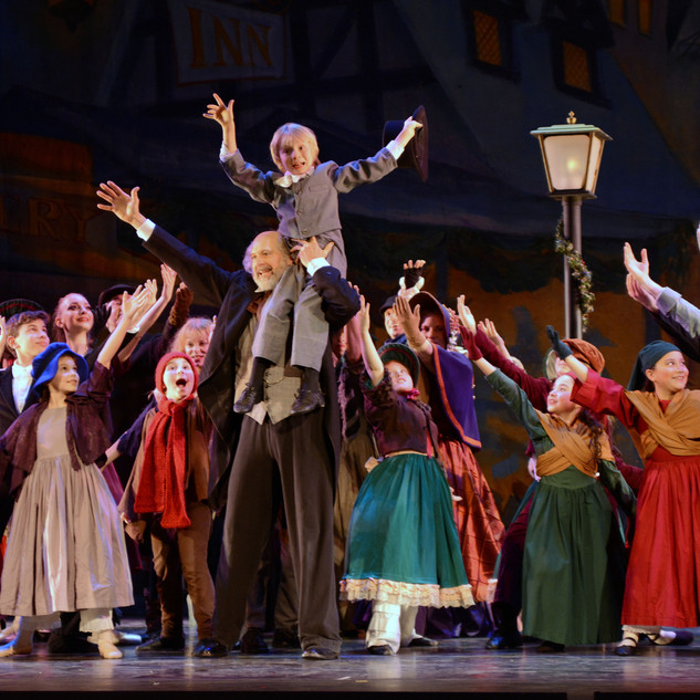 Ulster-Ballet-A-Christmas-Carol-photo-by