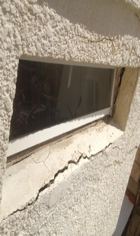 איטום חלונות עם תיקוני טיח וסדקים