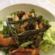 Wok de poulet aux asperges vertes