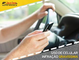 Uso de celular ao dirigir será uma infração gravíssima a partir de novembro