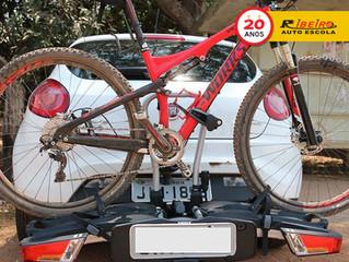 Contran anuncia novas regras para o transporte de bicicletas na traseira de carros
