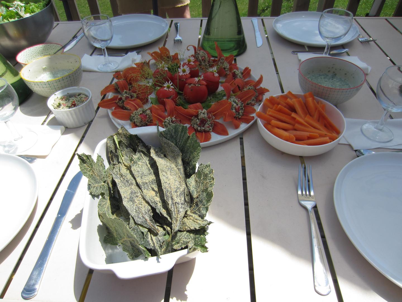 Tomates farcies au plantain et chips de consoude
