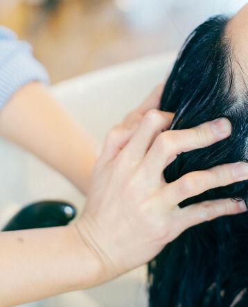 頭皮のマッサージ、ヘッドスパ。美浜町の美容室ななサロン