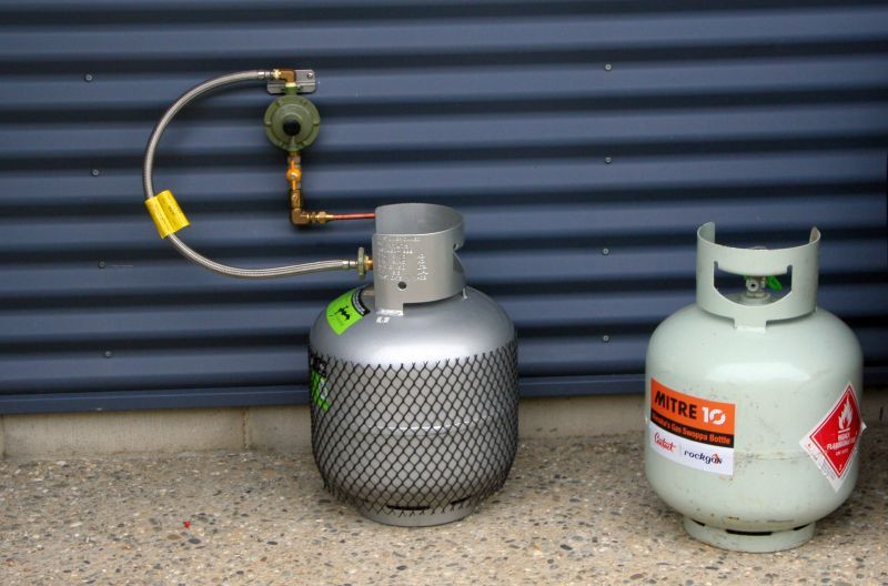 9kg LPG Gas Bottle connected to inside Gas Hob