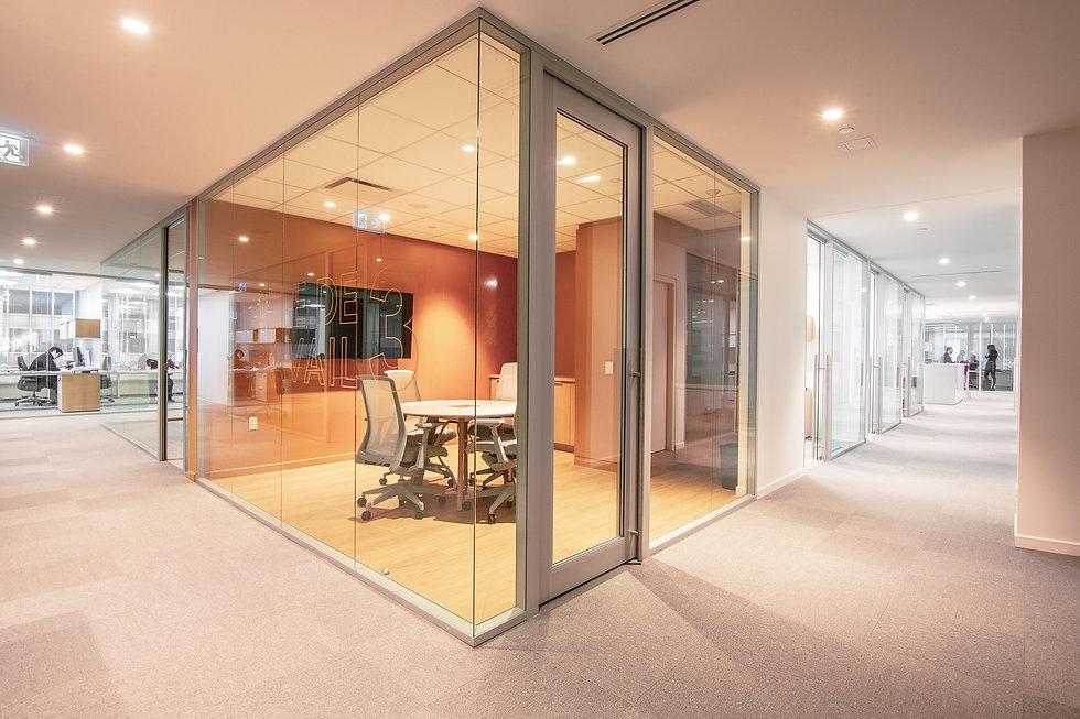 Les murs vitrés intérieurs Starwall sont tout simplement brillants!