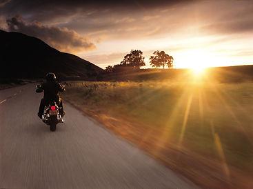 Harley-im-Sonnenuntergang-2004-klein.jpg