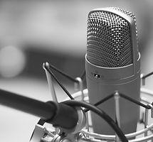microphone-1003561_1920_edited_edited.jpg