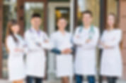 Équipe médicale soudée avec OneList