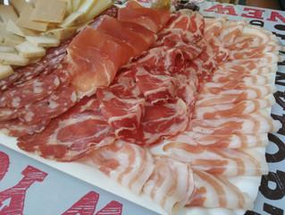 มาเที่ยว Castell'Arquato ที่จังหวัด Piacenza ที่นี่ขึ้นชื่อเรื่อง cold cuts และไวน์ค่ะ