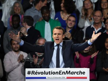 Emmanuel Macron en force avec sa tank