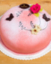 Täytekakku-prinsessa-taustalla-small.jp