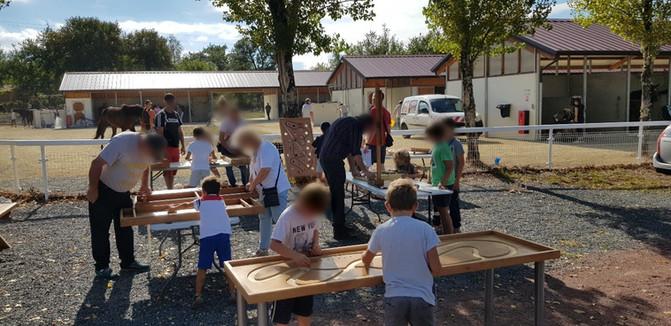 Jeux en bois à l'hippodrome