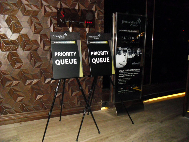 Tripod Bunting - Permata Bank by Quickprint
