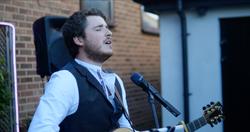 Tom (Singer) Entertaining People