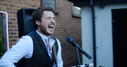 Tom (Singer) Entertaining Peoplet 2021-07-04 at 16.21.43