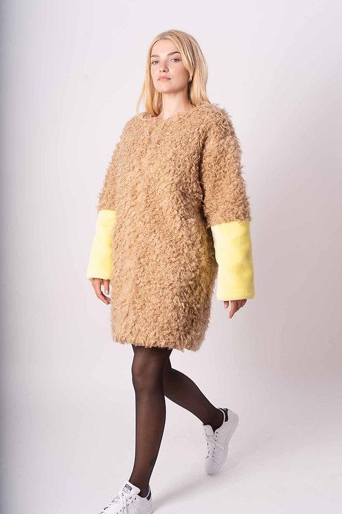Fake Fur Coat in Beige/Yellow