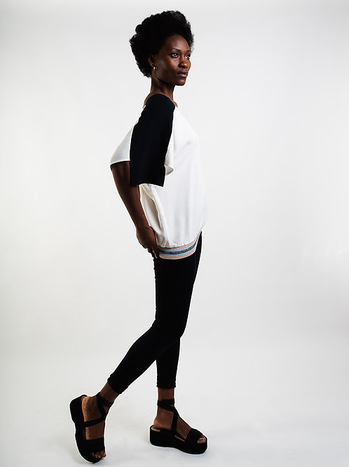 Loose Viscose Top in White/ Navy
