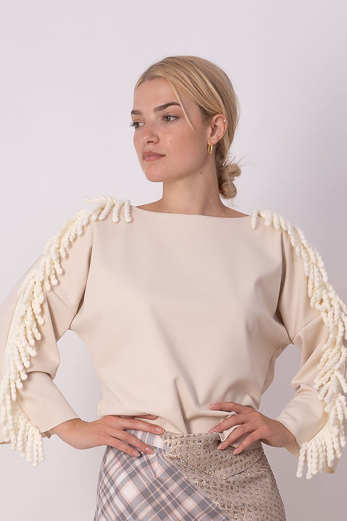 Pull With Fringes in Beige