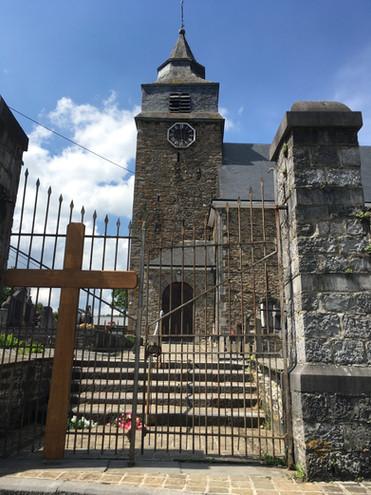 Eglise de Bra-sur-Lienne. Clocher et mécanisme de l'horloge classés.