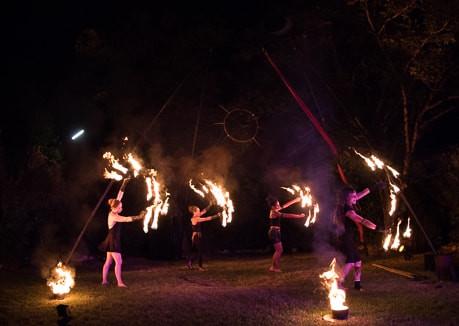 Danse éventails de feu