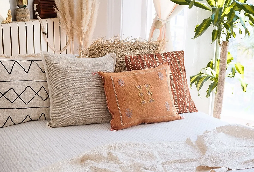 Vanilla Bed Runner