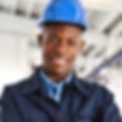 Trabajador con el casco azul de