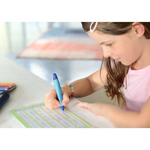Kort stiftblyant til børn med 1,4 mm stift og ergonomisk gummigreb. Vælg farve