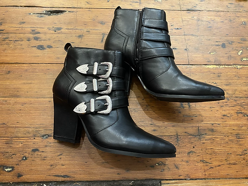 Luchiny Buckle Boots