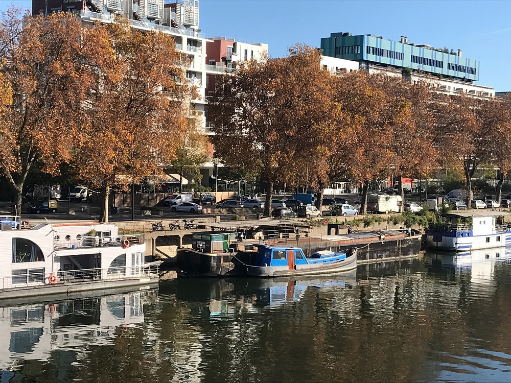 Houseboats along the Boulogne side of the seine