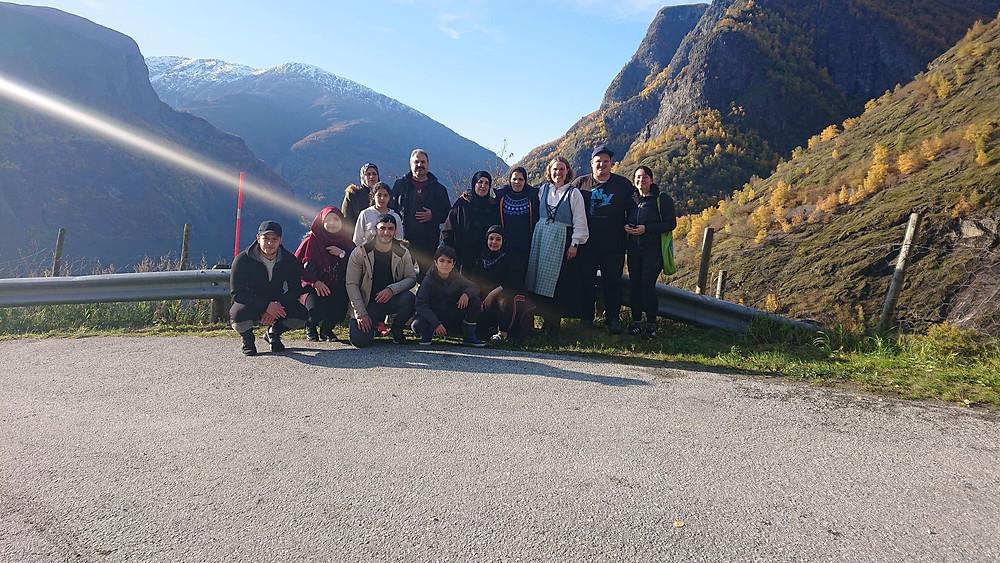 Litt av gjengen samlet på snuplassen i Skjerdal